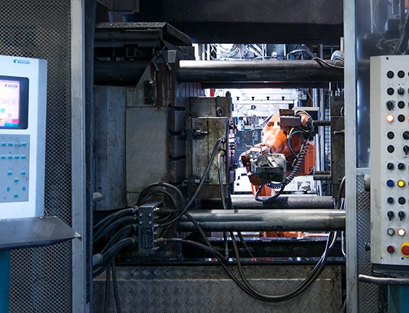 Pressgjutning - Förutom pressgjutning i aluminium tar vi hand om efterbehandling såsom borrning, gängning, slipning, polering och ytbehandling.