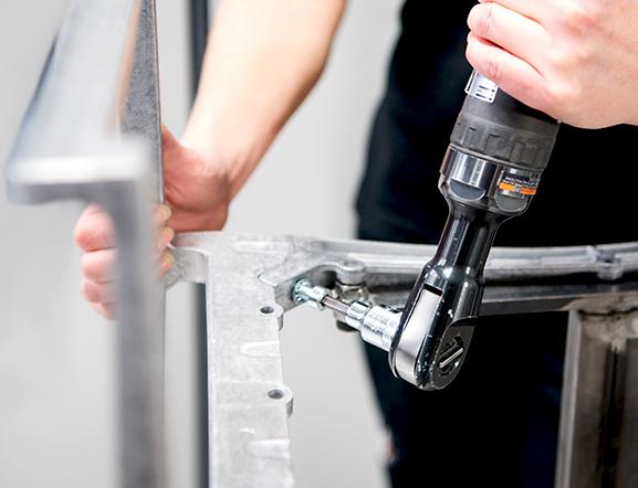 Montering - Förutom pressgjutning i aluminium tar vi hand om efterbehandling såsom borrning, gängning, slipning, polering och ytbehandling.