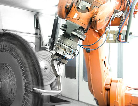 Polering - Förutom pressgjutning i aluminium tar vi hand om efterbehandling såsom borrning, gängning, slipning, polering och ytbehandling.