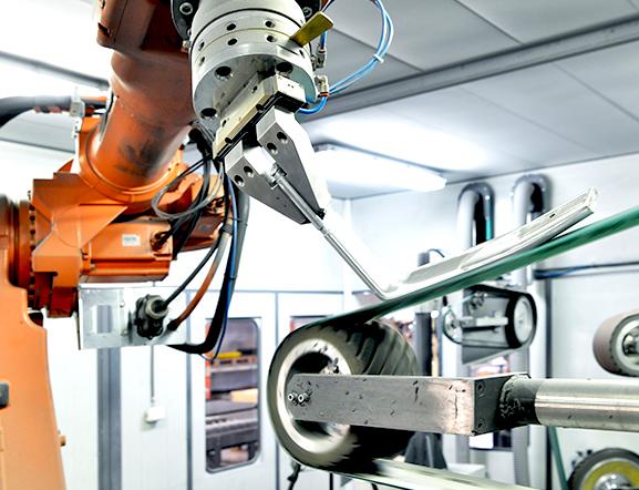 Slipning - Förutom pressgjutning i aluminium tar vi hand om efterbehandling såsom borrning, gängning, slipning, polering och ytbehandling.